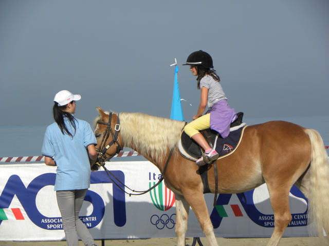 bambina a cavallo